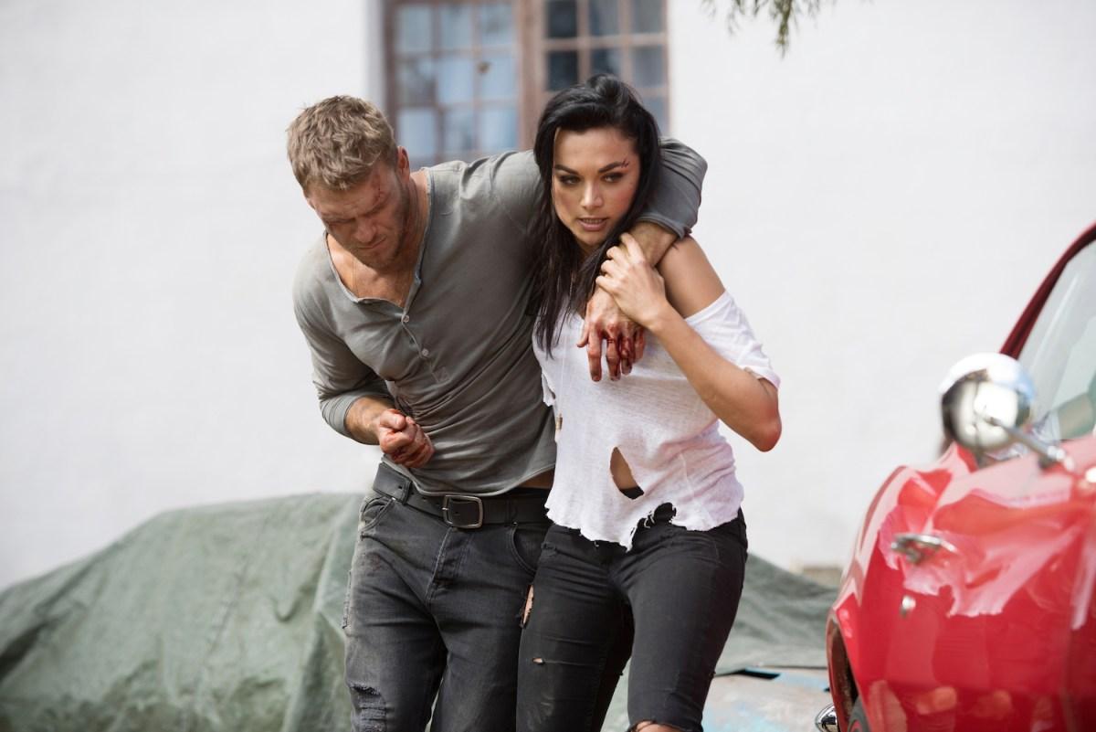 Blood Drive: Alan Ritchson e Christina Ochoa in una scena