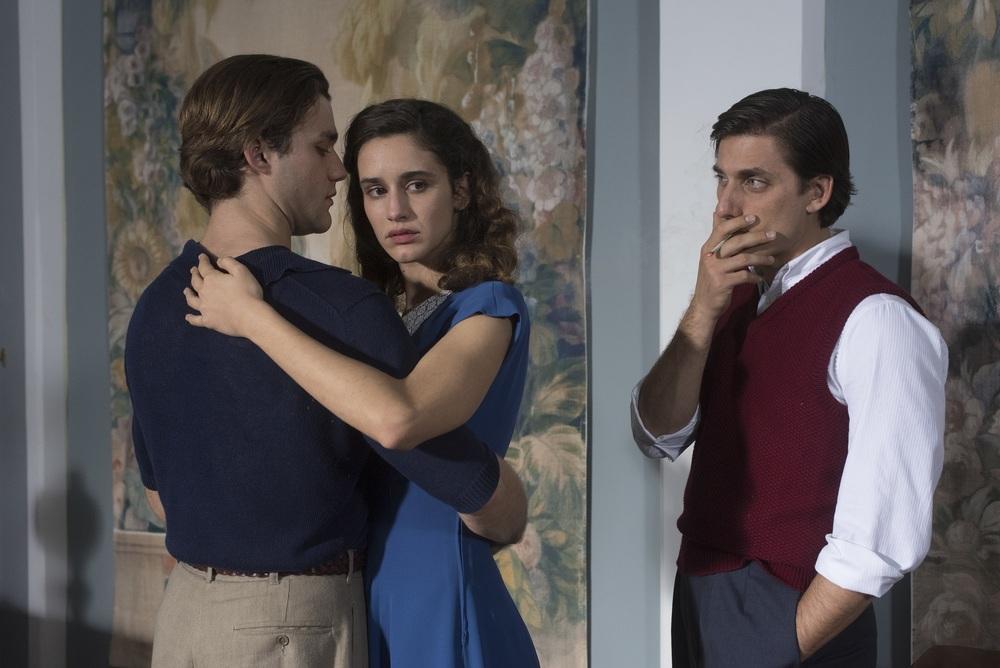 Una questione privata: Luca Marinelli, Lorenzo Richelmy e Valentina Bellè in una scena del film