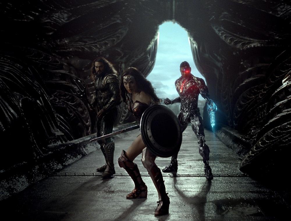Justice League: Jason Momoa, Gal Gadot e Ray Fisher in una scena