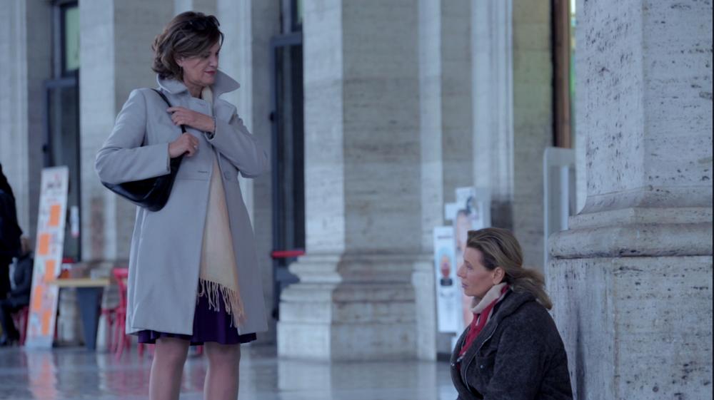 L'esodo: Cinzia Mirabella e Daniela Poggi in una scena del film