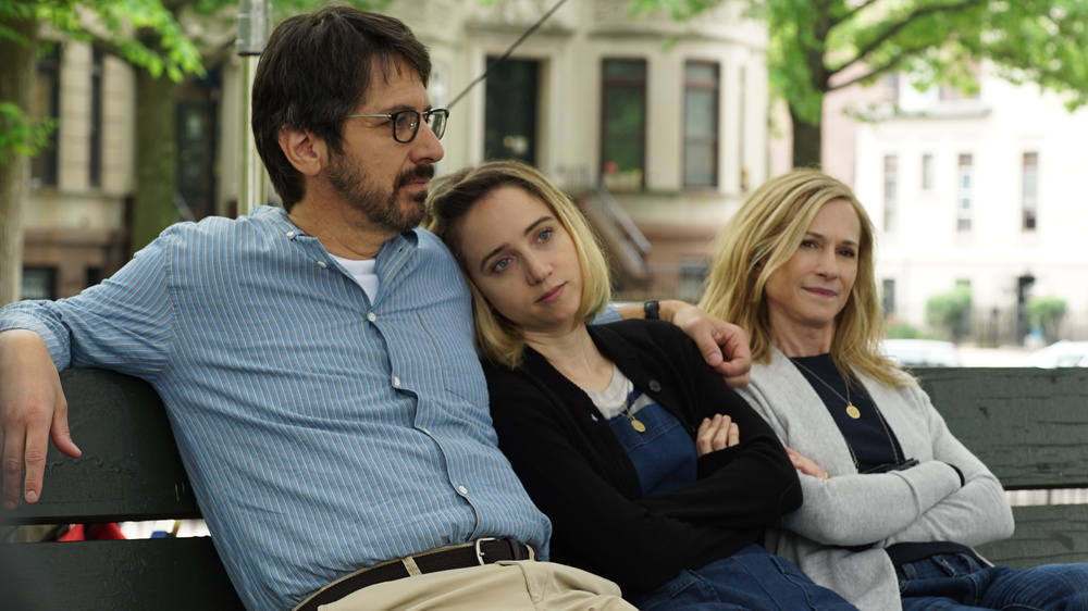 The Big Sick: Zoe Kazan, Holly Hunter e Ray Romano in una scena del film