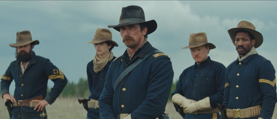 Hostiles: Christian Bale in un momento del film