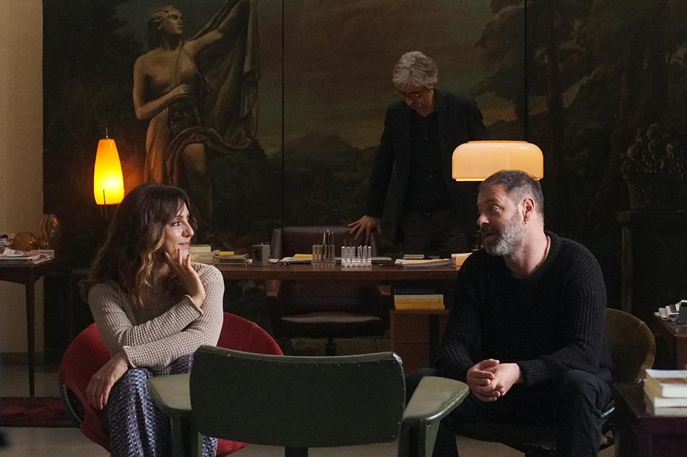 Terapia di coppia per amanti: Pietro Sermonti, Sergio Rubini e Ambra Angiolini in una scena del film