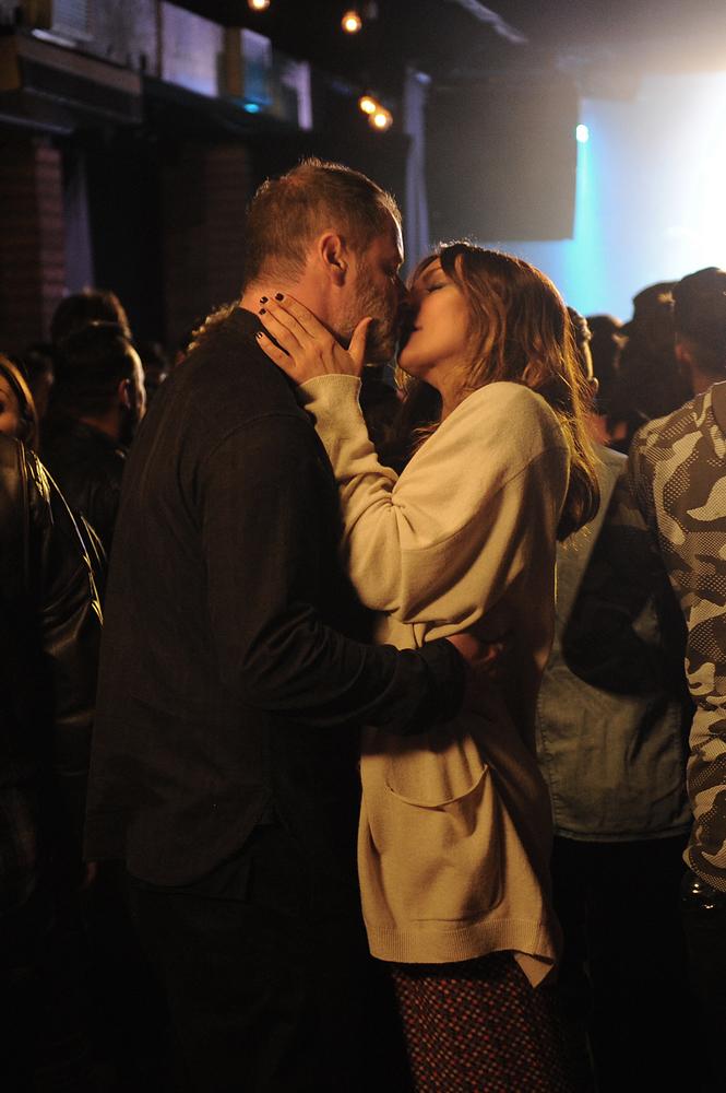 Terapia di coppia per amanti: Pietro Sermonti e Ambra Angiolini in una scena del film
