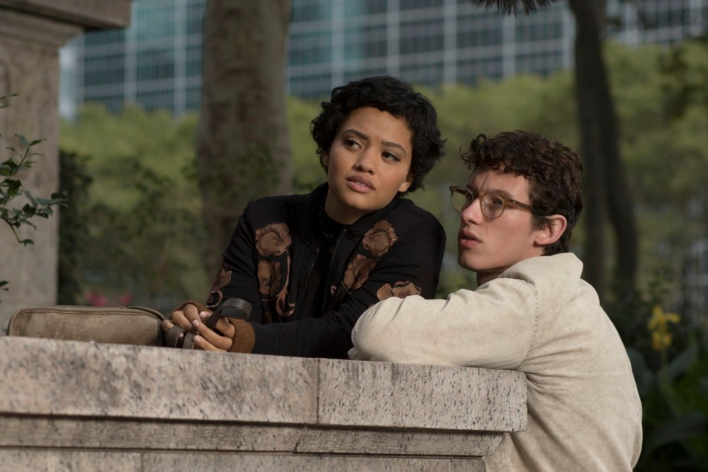 The Only Living Boy in New York: Kiersey Clemons e Callum Turner in una scena del film