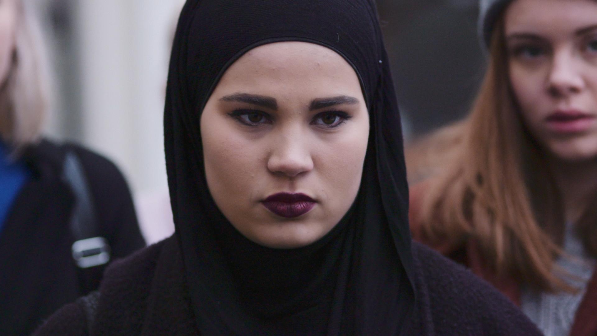 Skam: Iman Meskini in una scena