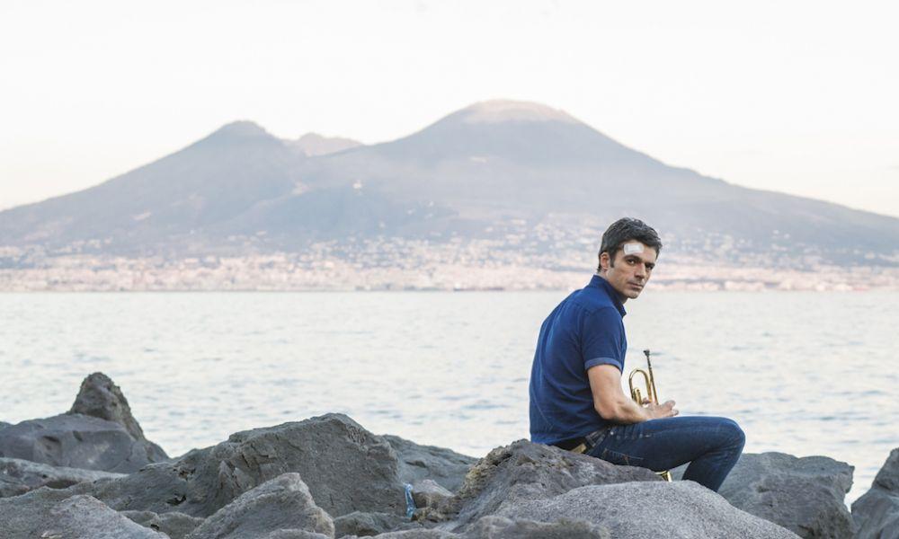 Sirene: Luca Argentero in una scena della serie