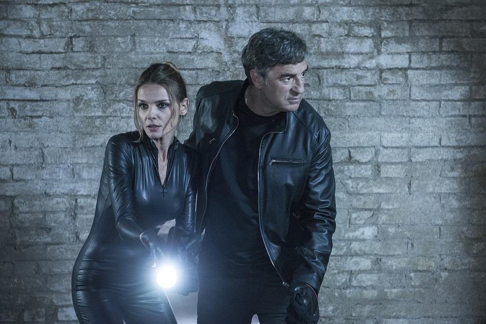 Caccia al tesoro: Christiane Filangieri e Max Tortora in una scena del film
