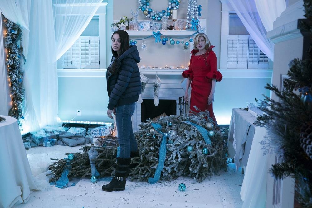 Bad Moms 2: Mamme molto più cattive, Mila Kunis e Christine Baranski in una scena del film