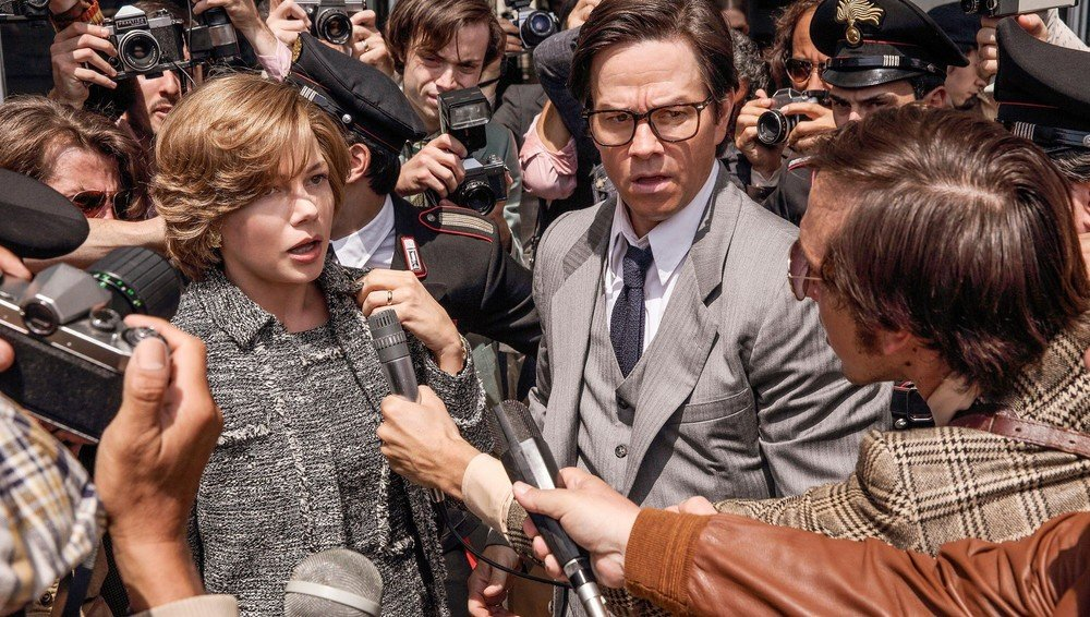 Tutti i soldi del mondo: Michelle Williams e Mark Wahlberg in una scena del film