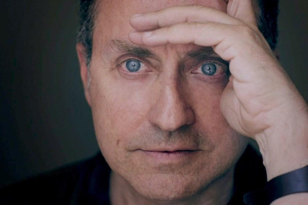 L'arte viva di Julian Schnabel: un'immagine promozionale del regista Pappi Corsicato
