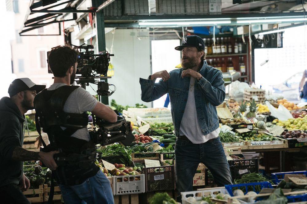 """Oh, vita! Making an album: Jovanotti in un'immagine dal set del suo video del singolo """"Oh, vita!"""""""