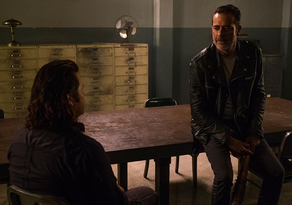 The Walking Dead: Josh McDermitt e Jeffrey Dean Morgan in una scena dell'episodio Time for After