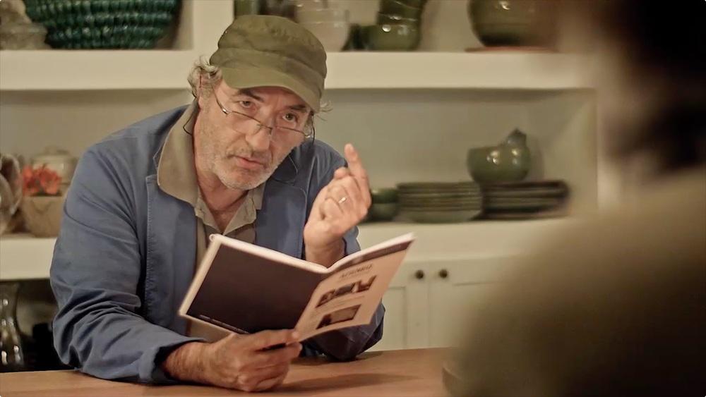 Il giocatore invisibile: David Riondino in una scena del film
