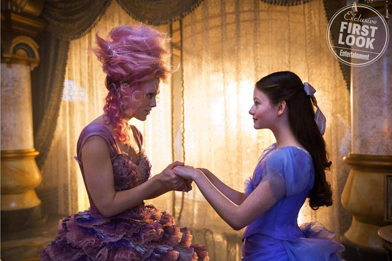 The Nutcracker and the Four Realms: Keira Knightley e Mackenzie Foy in una foto del film