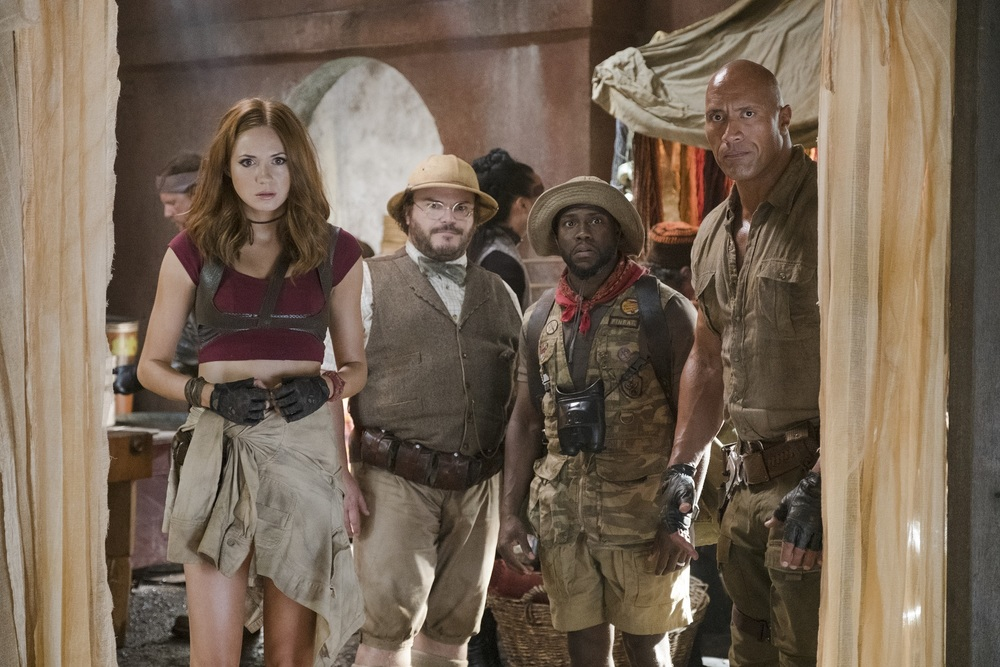 Jumanji - Benvenuti nella giungla: Karen Gillan, Dwayne Johnson, Jack Black e Kevin Hart in una scena del film