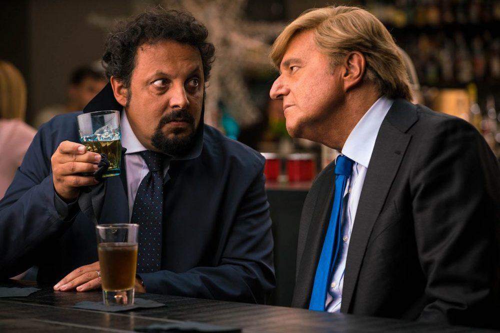 Poveri ma ricchissimi: Christian De Sica ed Enrico Brignano in una scena del film