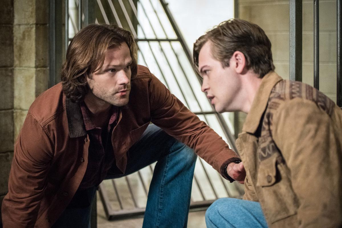 Supernatural: Jared Padalecki e Alexander Calvert nella stagione tredici