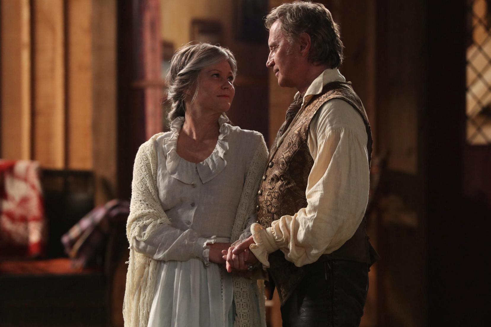 C'era una volta: una scena con Robert Carlyle e Emilie de Ravin nella settima stagione