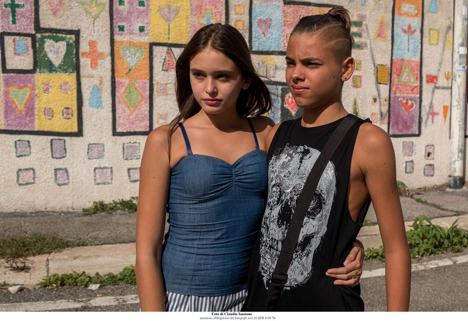Come un gatto in tangenziale: Alice Maselli e Simone De Bianchi in una scena del film