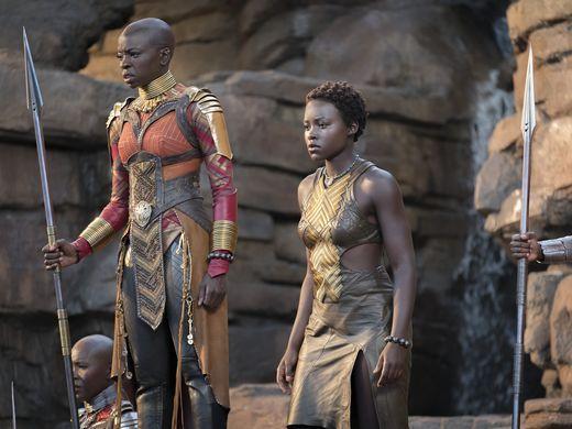 Black Panther: Lupita Nyong'O e Danai Gurira in una scena