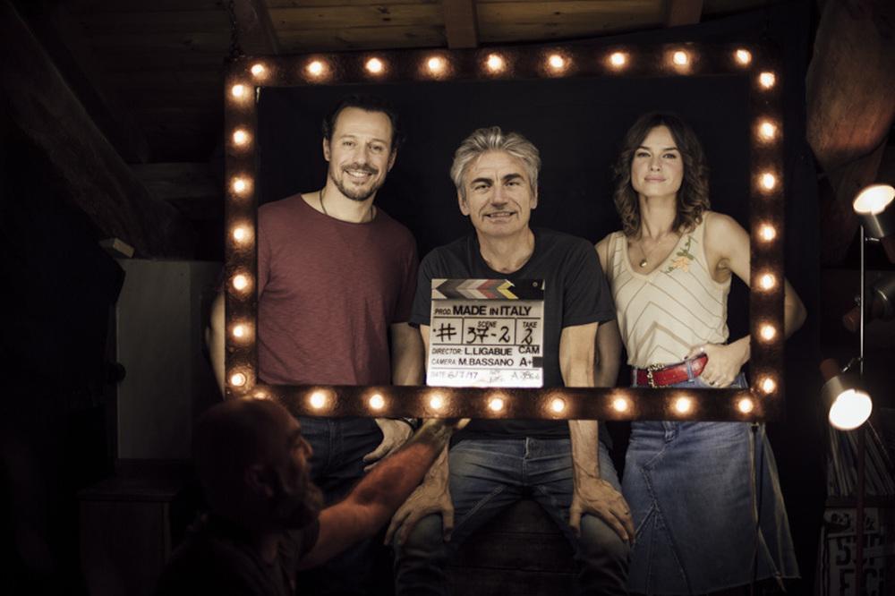 Made in Italy: Luciano Ligabue, Stefano Accorsi e Kasia Smutniak in un'immagine promozionale del film