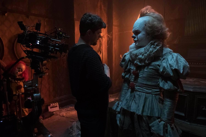 IT: Bill Skarsgard con Andres Muschietti in una foto scattata sul set