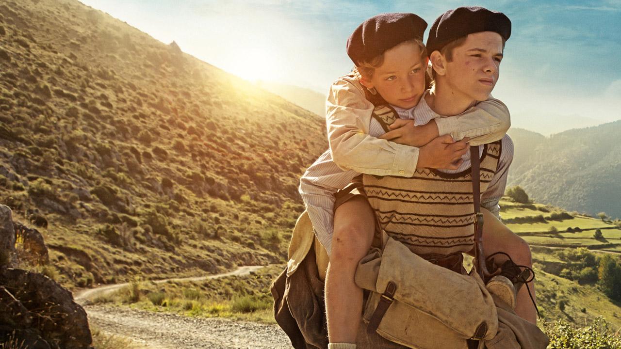 Un sacchetto di biglie: una scena con i due giovani protagonisti