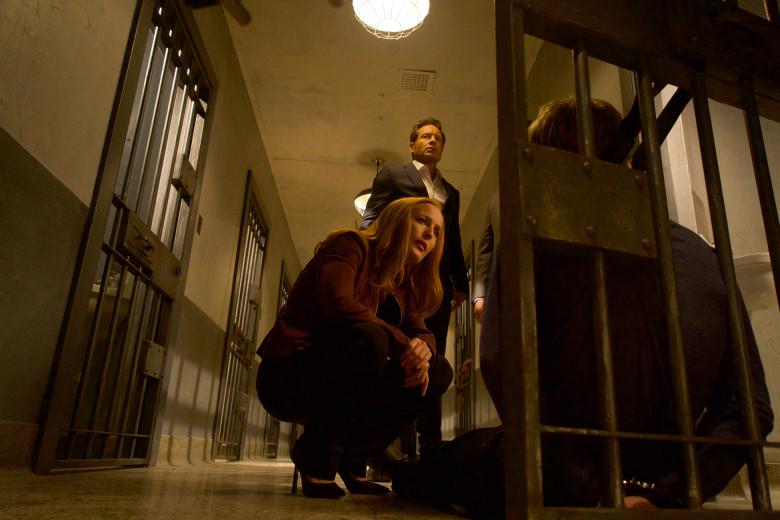 """x-Files: un momento dell'episodio """"Doppioni"""" con Gillian Anderson"""