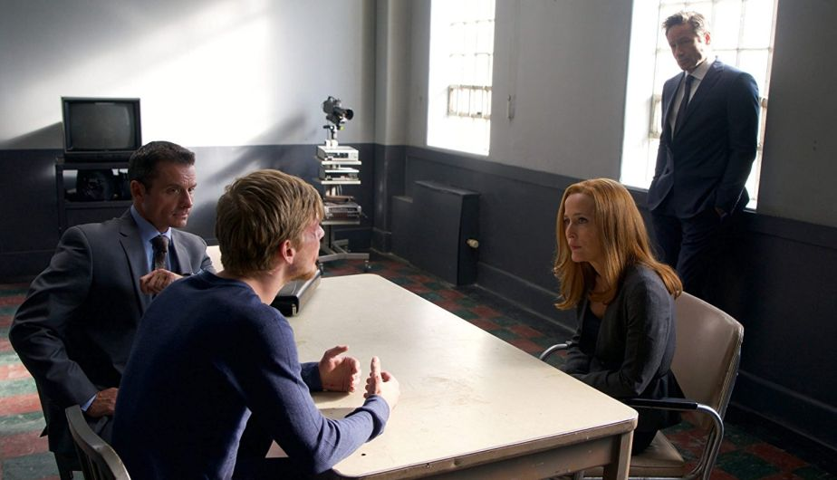 """x-Files: David Duchovny e Gillian Anderson nell'episodio """"Doppioni"""""""