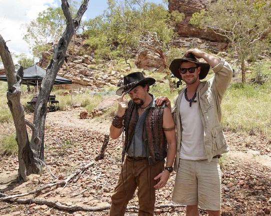 Dundee: Chris Hemsworth e Danny McBride in una foto dal set