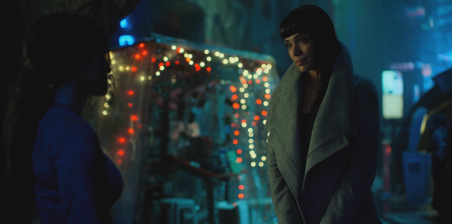 Altered Carbon: una scena con Tamara Taylor