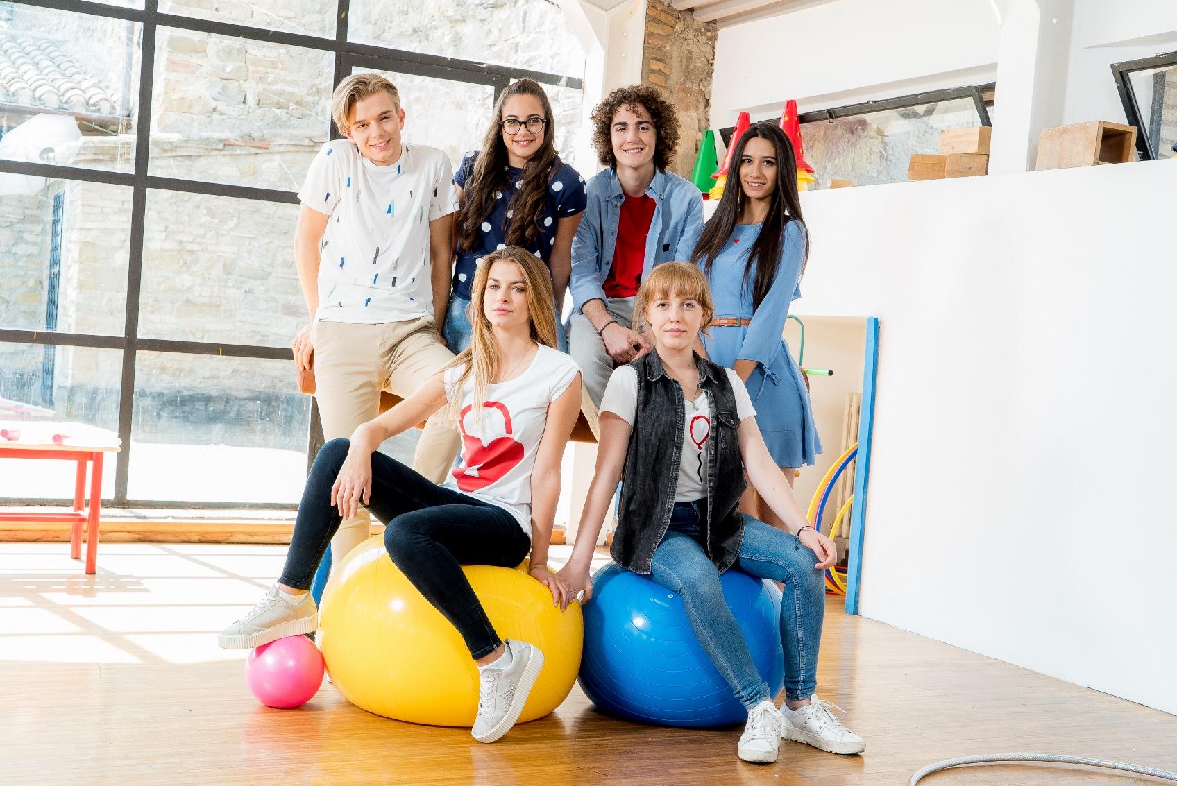 Sara e Marti: il cast in un'immagine promozionale della serie