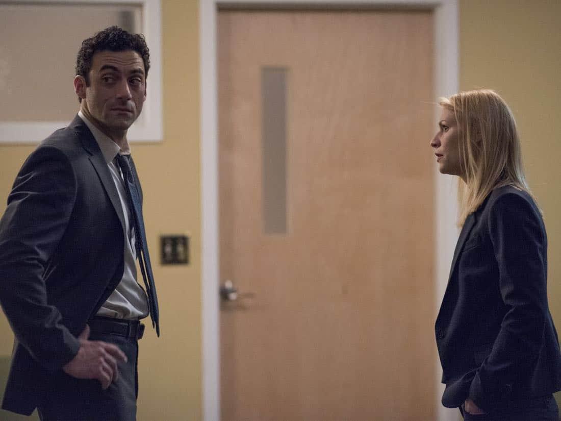 Homeland: Claire Danes e Morgan Spector in una scena dell'episodio Enemy of the State