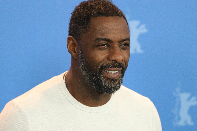 Berlino 2018: Idris Elba sorridente al photocall di Yardie