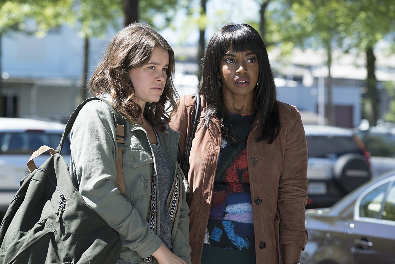 Here and Now: Sosie Bacon e Jerrika Hinton in una scena