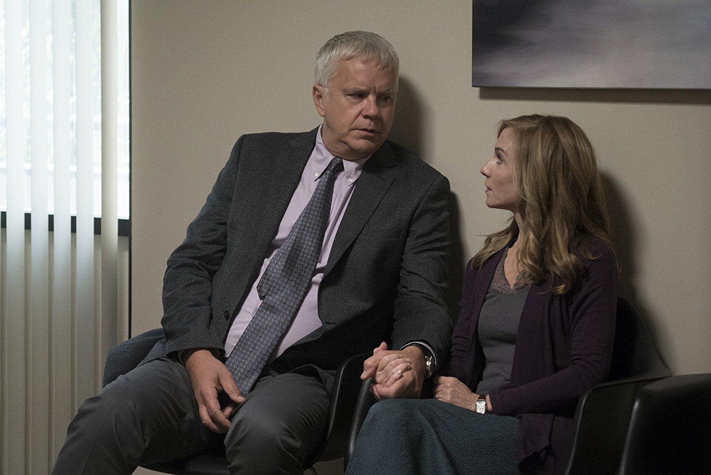 Here and Now: Holly Hunter e Tim Robbins in una scena della serie