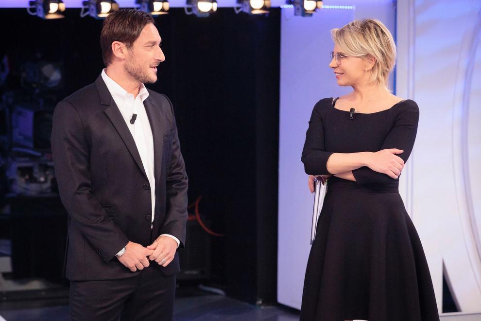 Maria De Filippi con Francesco Totti a C'è posta per te nel 2018