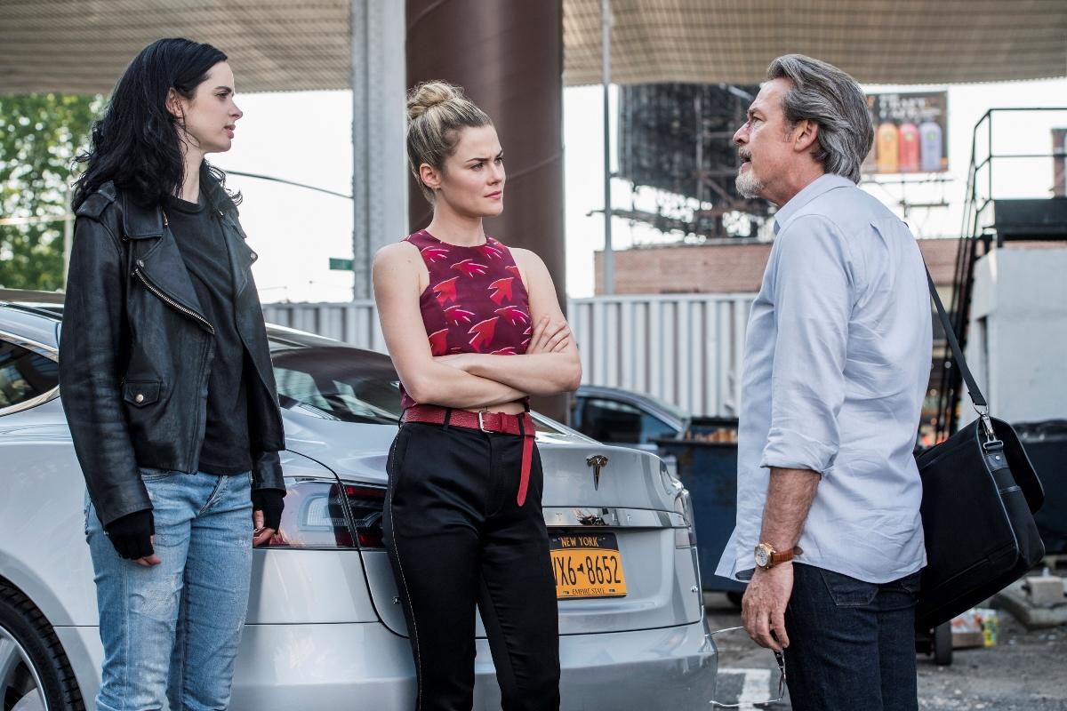 Jessica Jones: Krysten Ritter, Rachael Taylor e James McCaffrey in una scena della seconda stagione