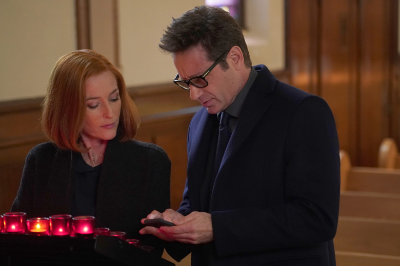 X-Files: David Duchovny e Gillian Anderson in una scena di Nothing Lasts Forever