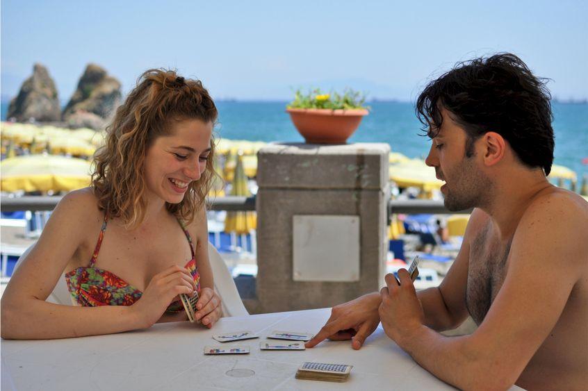 Era giovane e aveva gli occhi chiari: Federica De Benedittis e Mario Di Fonzo in una scena del film