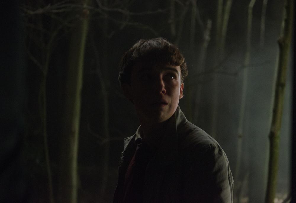 Ghost Stories: Alex Lawther in una scena del film