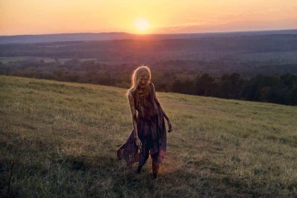 The Walking Dead: un walker in un foto della puntata intitolata Wrath