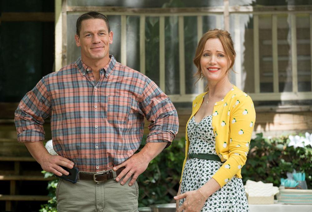 Giù le mani dalle nostre figlie: John Cena e Leslie Mann in una scena del film