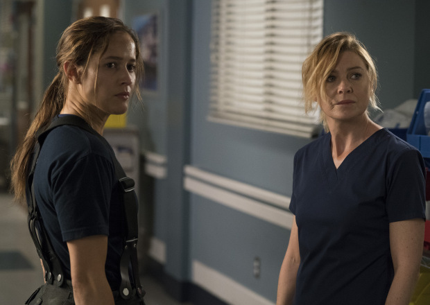 Station 19: Jaina Lee Ortiz ed Ellen Pompeo in una foto della serie