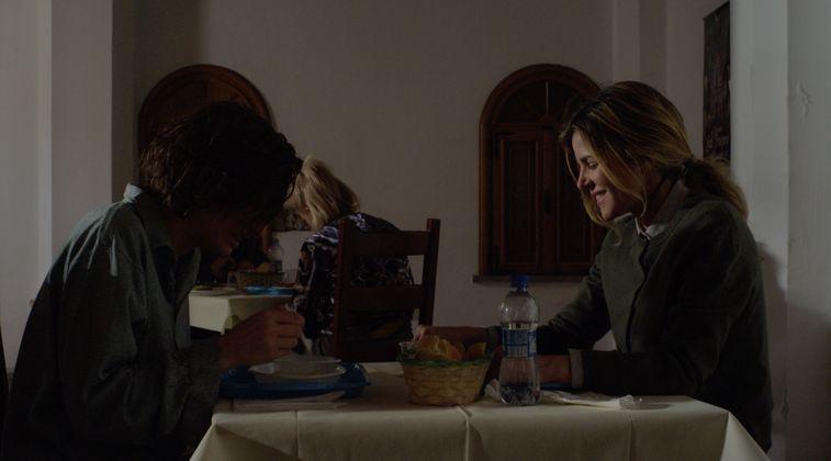 Stato di ebbrezza: Francesca Inaudi ed Elisabetta Pellini in una scena del film