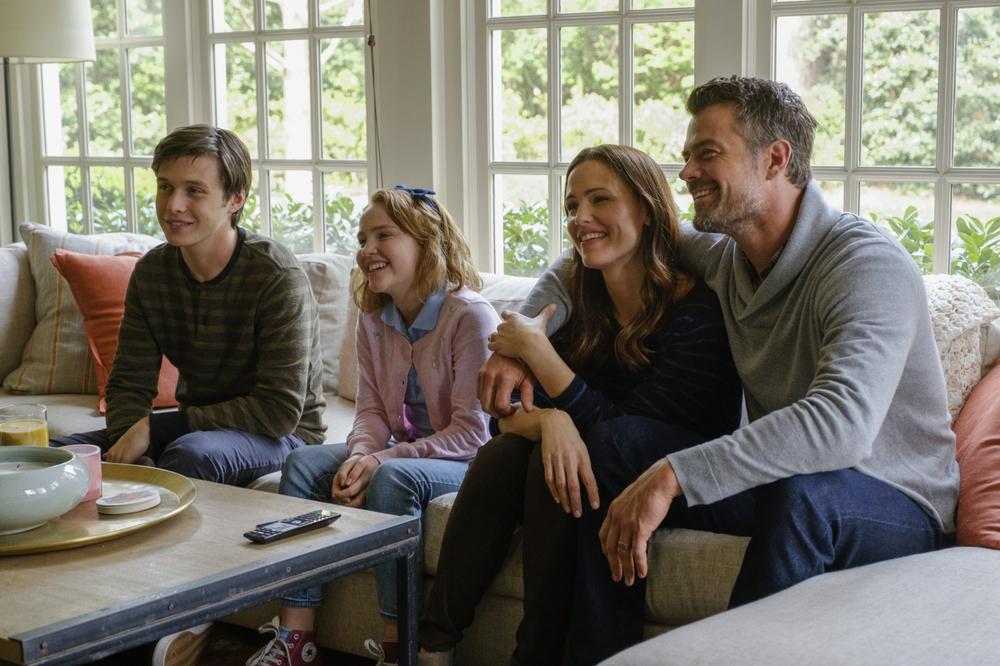Tuo, Simon: Nick Robinson, Talitha Bateman, Jennifer Garner e Josh Duhamel in una scena del film