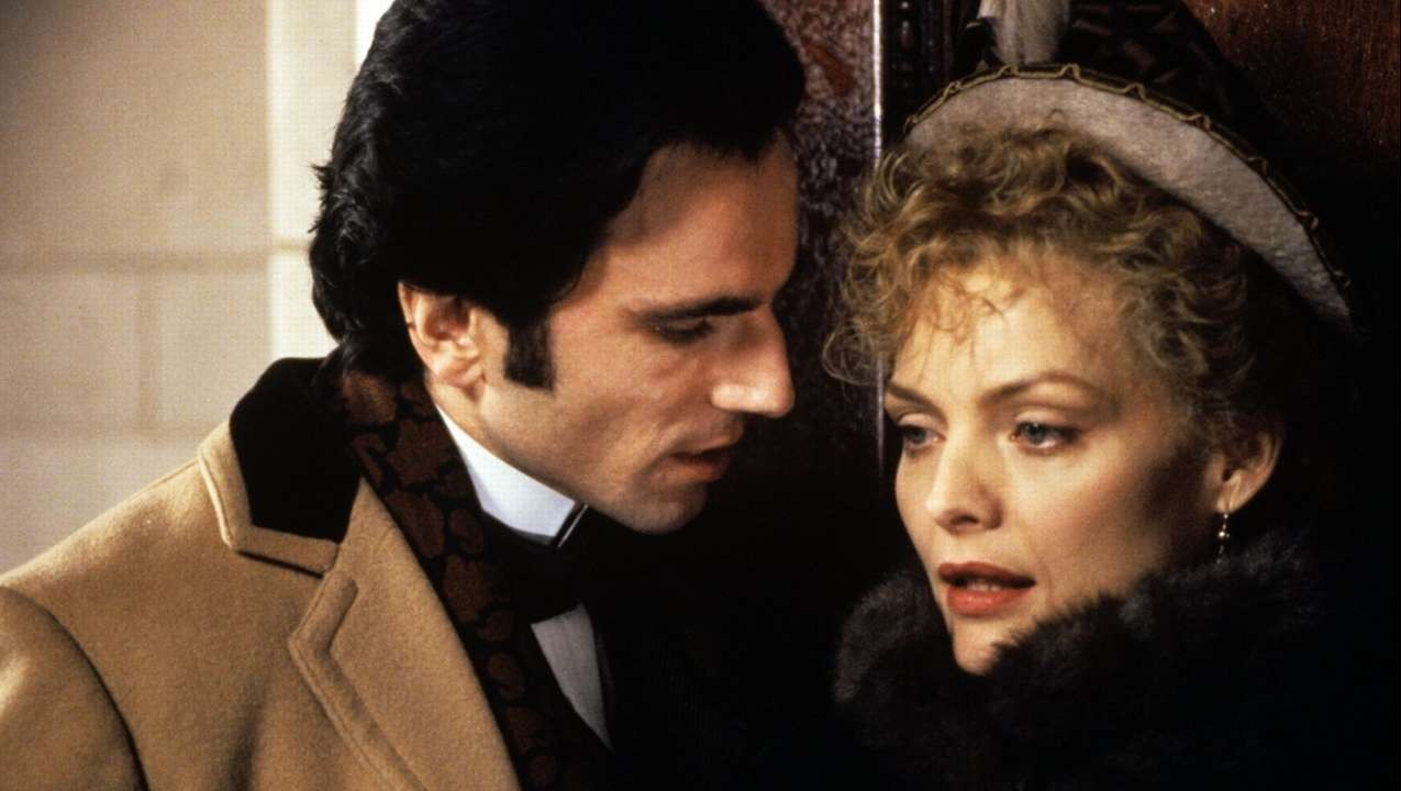 L'età dell'innocenza: Michelle Pfeiffer e Daniel Day-Lewis in una scena del film