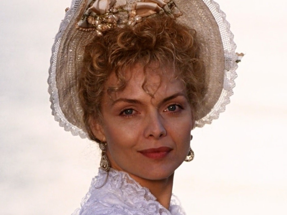 L'età dell'innocenza: Michelle Pfeiffer in una scena del film