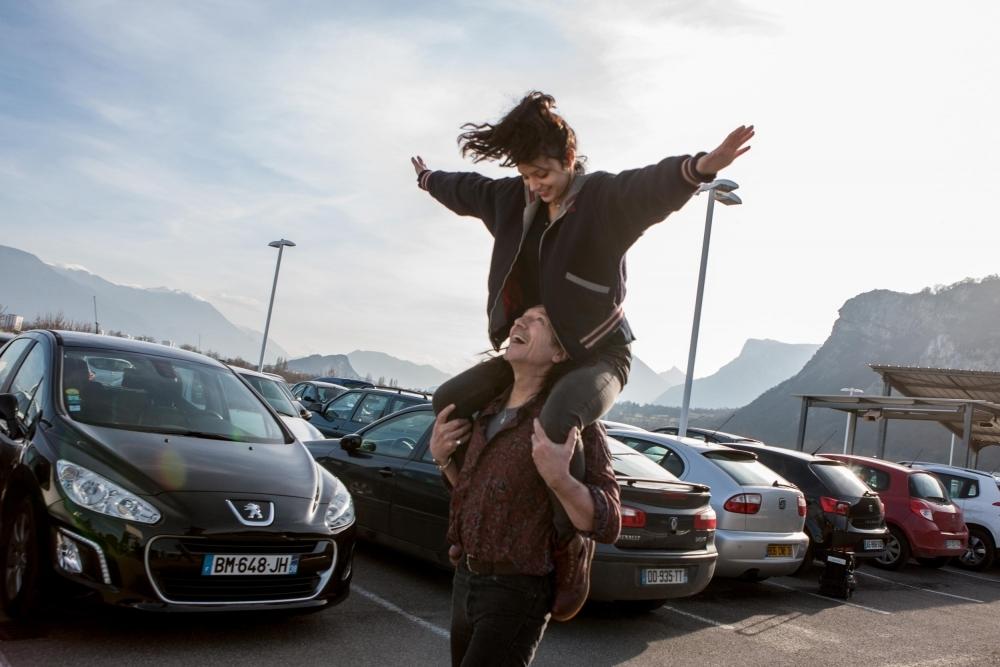 Le grand bain: Mathieu Amalric e Leïla Bekhti in una scena del film